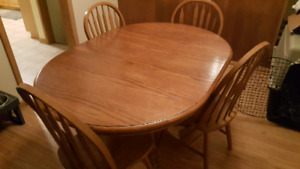 *** HARDWOOD DINING TABLE FOR SALE ***
