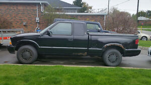 2001 GMC Sonoma Pickup Truck NEED GONE ASAP!!!!