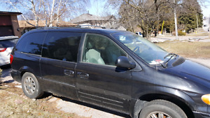Must sell by tomorrow 2006 Chrysler Town and Country limited