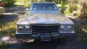 Beautiful Cadillac very clean with low mileage in good shape