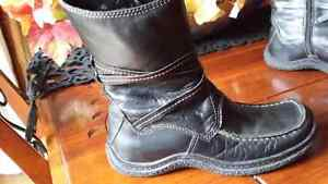 Winter black leather boots size 36 fits 6-6 1/2 Cambridge Kitchener Area image 4