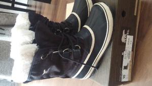 Women's Winter Carnival Sorel Black Boots Size 10