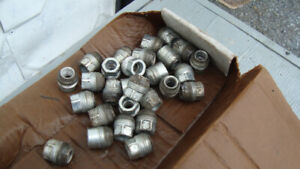 24 wheelnuts with outer thread for centers on gm trucks