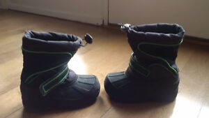 OSHKOSH Thermolite winter boots size 7/8 Toddler.
