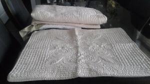 TWIN BED COMFORTER/SHAM/BED SKIRT