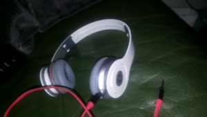 SOLO HD BEATS By Dr.Dre worth 200$  like new work Perfect