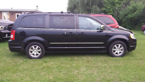 2009 Chrysler Town & Country Limited Minivan, Van