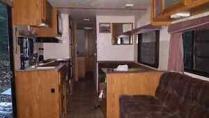 1999  35 ft hornet camper