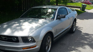 2006 Ford Mustang grise Coupé (2 portes)