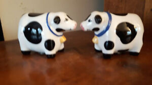 Ceramic Cow Salt and Pepper Shakers Mint Condition
