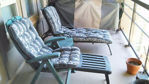 Outdoor\lawn chairs with table