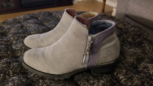 North Face Waterproof Boots (Women's 10.5)
