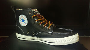 BRAND NEW BLACK LEATHER CONVERSE ALL STAR - MENS 6 (WOMENS 8)