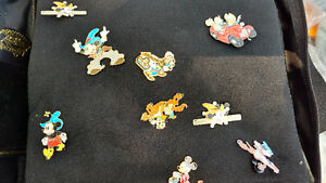 Large disney trading pins collection with 2 cases Cambridge Kitchener Area image 5