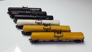 HO Scale - Model Trains - Tanker Cars