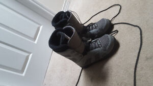 Size 12 32 snowboard boots
