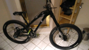 Santa Cruz DOWNHILL BIKE