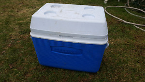 Rubbermaid camping cooler