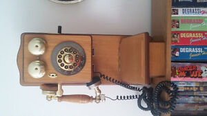 Working classic style land line telephone