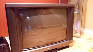 Télévision 27 pouces à donner West Island Greater Montréal image 1
