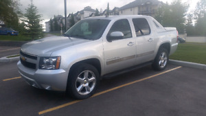 2012 Chevrolet Avalanche LT Low KMS Clean!!