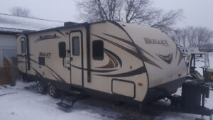 2015 KEYSTONE BULLET 272BHS BEAUTIFUL CONDITION