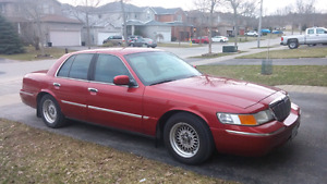2000 Mercury Grand Marquis Luxury Sedan *
