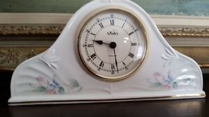 Horloge antique en porcelaine