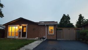Large Bungalow  XXL backyard 3bed 2 wr 2 living rooms L driveway