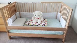 Convertible crib w/ Mattress