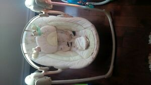 inGenuity baby swing with music and timer Kitchener / Waterloo Kitchener Area image 1