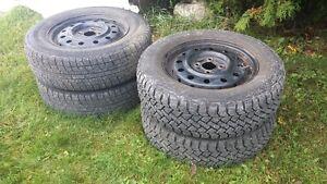 4 pneus hiver avec rims 185 70r14