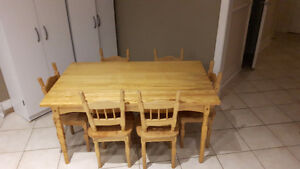 CHILDRENS DINING ROOM TABLE AND CHAIRS