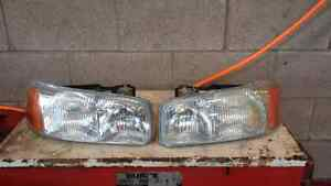 LEFT AND RIGHT HEADLIGHTS FOR A 99-06 YUKON OR SIERRA