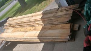 Bois de pins plané