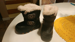 Girls winter boots great used condition asking 10$