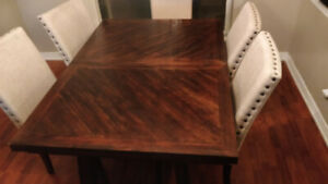 7- Piece Rustic Wooden Dinning Room Table