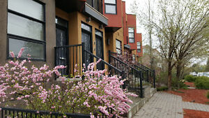 2Bed 2Bath - Stacked Inner-City Townhome w/ UG parking for rent!