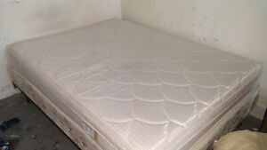 Queen size bed and box spring (4months old)$110