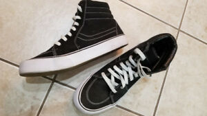 Men's high top sneakers skate shoes size 8