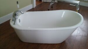 MAAX Bath Tub - New Condition - Includes Faucet and Drain
