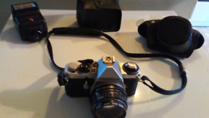 VINTAGE PENTAX SUPER ME CAMERA WITH FLASH & ACCESSORIES
