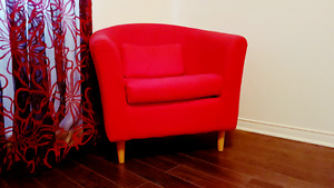 Red couch/Very Clean /Free delivery