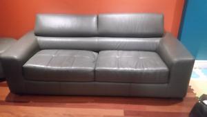 Sofa cuir style condo de Maison Corbeil/leather sofa condo
