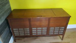 Meuble vintage de marque Emerson  (radio et tourne-disqu