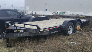 18' Flatbed with hydraulic lift for rent