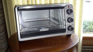 Like new Black and Decker Toast-R-Oven