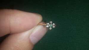 10k cute emerald and diamond ring
