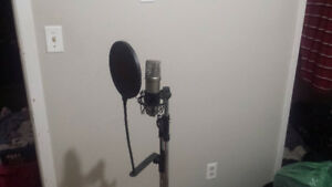 Professional mic w/ stand, pop screen and cord