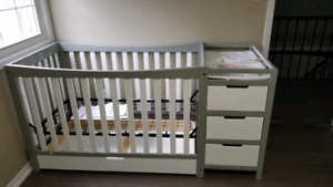 Graco 3-1 remi convertible crib and change table